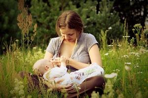 5 façons de conjuguer allaitement et reprise du travail.